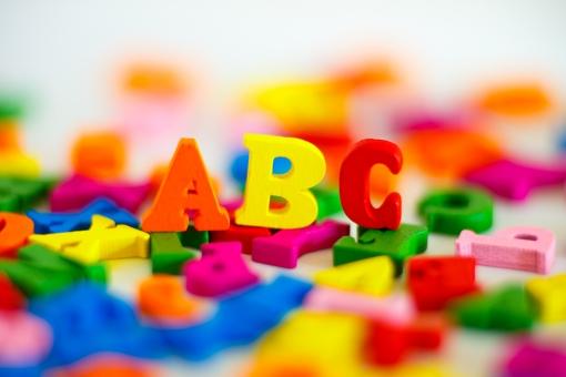 カラフルなアルファベットの写真