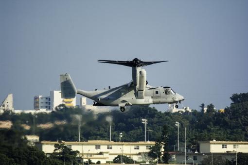 オスプレイ ヘリコプター ヘリ 輸送 輸送機 軍用機 沖縄 アメリカ 軍隊 飛ぶ 空軍 米軍 基地 嘉手納基地 日本