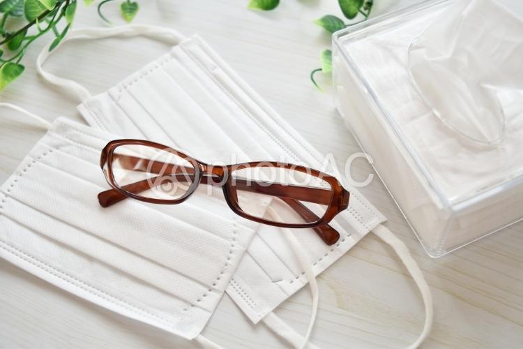 マスクと眼鏡とティッシュ6の写真