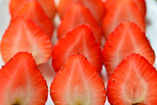 strawberry fruit 採れたて 植物 実 へた コストコ 海外イチゴ 海外苺 苺狩り 甘い果物 メイソンジャー ガラスのビン ガラスの瓶 ブラックベリー 2種類のイチゴ ミックスベリー まな板 いちご ストロベリー ブルーベリー ミックスジュース スムージー 春 赤 ビタミン 果物 果実 背景 食べ物 食べる フルーツ 健康 フレッシュ 新鮮 自然 ダイエット 食材 農業 果樹園 美容 木目 テーブル 苺 イチゴ 白い背景