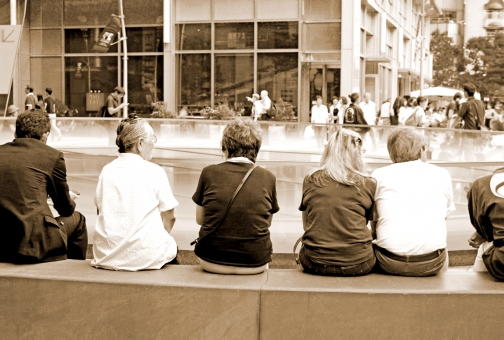 老人 老夫婦 語る 並ぶ 座る 背後 背中 後ろ姿 人物 人間 人 おしゃべり お喋り しゃべる 喋る 話友達 休む 一休み ひとやすみ 一息 休息 落ち着く リラックス 座って話す 語り合う 雑談 夫婦 親友 楽しむ 一緒 広場 野外 屋外 外 外出 休日 休暇 日本人 外国人 グループ 友達 仲間 女性 フレンド トーク 話 話す 横並び 並び ベンチ イス 後ろ デッキ 散歩 シニア 50代 60代 70代 80代 白髪交じり 上半身 白髪 仲良し なかよし 生活 ライフスタイル 老後 年金 年金暮らし 暮らし 中高年 友人 高齢者 風景 景色 悠々自適 日常 日常生活 日常風景 地域 年齢 高齢化 高齢社会 高齢化社会 若返り 憩い 休憩 休憩所 休憩場所 井戸端会議 談笑 会話 対話 社交 社会 社交的 知人 やり取り コミュニケーション のんびり のほほん 昼 午後 だんらん 団らん 団欒 街 街中 町中 建物 報告 隣 肩を並べる 人物写真 婦人 セピア セピア調 アンティーク 古い セピア色 懐かしい