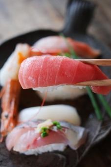 握り寿司 にぎり寿司 にぎりすし ニギリ寿司 すし スシ 寿司 鮨 寿し ニギリ 食卓 にぎり 握り sushi エビ まぐろ マグロ 鮪 いか イカ サバ さば 鯖 和 ひかりもの 光物 江戸前 海老 酢飯 和食 日本食 日本 いわし つな