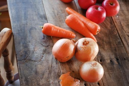 りんご リンゴ 林檎 くだもの 果物 秋 秋の果物 フルーツ 赤い果物 赤 fruit apple 野菜 にんじん ニンジン 人参 たまねぎ タマネギ 玉ねぎ 玉葱 オニオン onion carrot