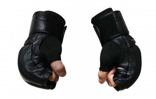 格闘技グローブ握り拳切り抜き画像素材(PSD)の写真