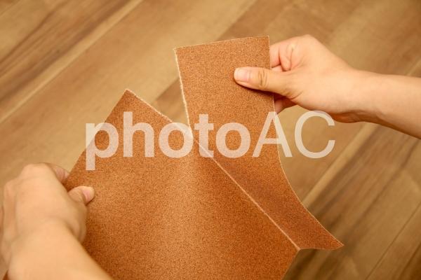 紙やすりサンダーの幅に破るの写真