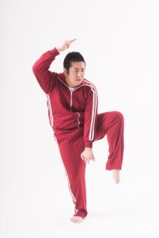 日本人  男性 一名 1人 一人 ぽっちゃり 肥満 ダイエット 痩せる 痩せたい 目標 ビフォー アフター 太っている 太り気味 メタボ メタボリックシンドローム 脂肪 体系 ボディー 白バック 白背景 ジャージ 運動 ポーズ ポージング ふざける おちゃらける やる気がない 遊ぶ 全身 カンフー mdjm017