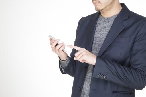 男性 男 男子 青年 ボーイ ハンサム スマートフォン 携帯 携帯電話 電話 タッチ スーツ ジャケット 白バック