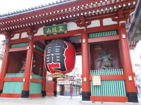 華やか 柱 浅草 浅草寺 門 木造 巨大 建築物 東京 雷門 名所 旧跡 観光地 旅 旅行 赤 寺 宗教