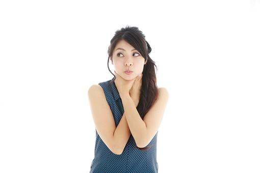 モデル 人物 日本人 日本 女性 女 女子 大人 20代 30代 ロングヘア    綺麗 きれい 可愛い 首 首筋  掴む 絞める 掴む 気にする 気になる 美容 コンプレックス 白バック 白背景 mdjf019