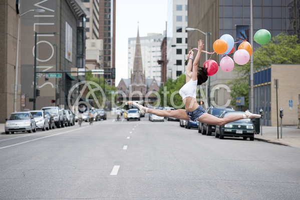 外国人女性風船2の写真