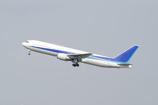 飛行機 旅客機 ジェット機 航空 エアポート フライト ターミナル 旅 旅行 トラベル 出張 搭乗 出発 離陸 着陸 到着 空港 空 青空 乗り物 交通 屋外 野外 晴れ 快晴 運輸 輸送 空の旅 飛行