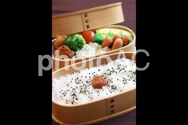 お弁当(曲げわっぱ)の写真