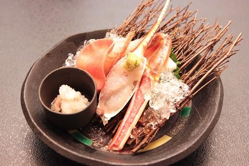 食べ物 かに カニ 蟹 海鮮 海産物 魚介類 冬 料理 和食 日本料理 蟹料理 刺身 さしみ 生 新鮮 盛り付け 皿 器 山葵 わさび アップ 氷 冷たい 脚 爪 料亭 旅館