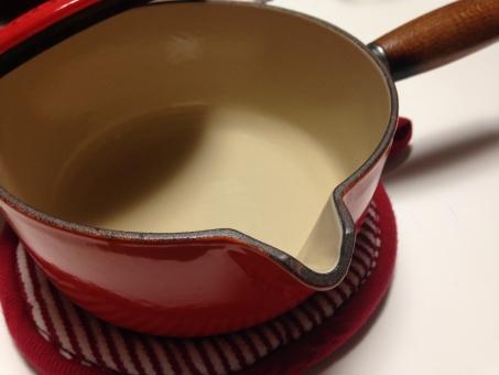 ミルクパン ルクルーゼ 鍋 片手鍋 陶器 調理器具 赤い鍋 厚手鍋 重い鍋 無水鍋