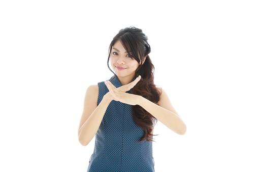 モデル 人物 日本人 日本 女性 女 女子 大人 20代 30代 ロングヘア 手 ハンド 笑顔 スマイル 笑う 微笑む えがお 微笑み わらう 綺麗 きれい 可愛い NG ダメ 禁止 不許可 サイン × バツ 白バック 白背景 mdjf019