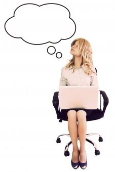 ふきだし 吹き出し 台詞 せりふ イラスト 合成 人物 女性 外国人 外人 外人女性 外国人女性 ビジネス OL イス 椅子 パソコン 座る 仕事 秘書 思い浮かべる 想像する 見あげる 見上げる 全身 思案中 考える 白バック WEBサイト mdff022