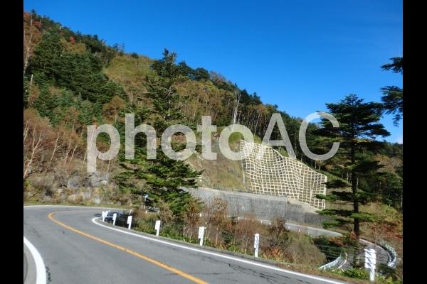 山のヘアピンカーブの写真