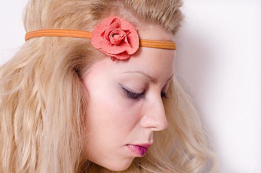 口 唇 くちびる 口紅 リップ ルージュ 赤 化粧 白バック ジュエリー アクセサリー 女性 アイシャドウ アイメイク まつげ つけまつげ マスカラ ブロンド 人物 ヘッドアクセ オレンジ 花 フラワー バラ ローズ ばら 薔薇 外国人 白人 外国人女性 ファッション セルビア人 外人 mdff014
