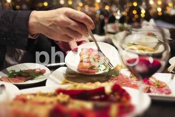 リッチな食事風景の写真