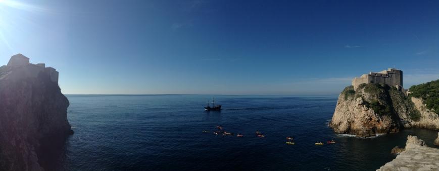 船 海賊船 海 クロアチア ドブロブニク 青 カヌー 自然 晴れ 外国 パノラマ 青空