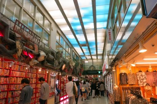 ビルディング 都会 東京 tokyo 16 北口 アーケード 買物 客 ショッピング 観光客 アニメ オタク 商店街 学生 マンガ ゲーム 外国人 フィギュア manga otaku nakano 中野ブロードウェイ