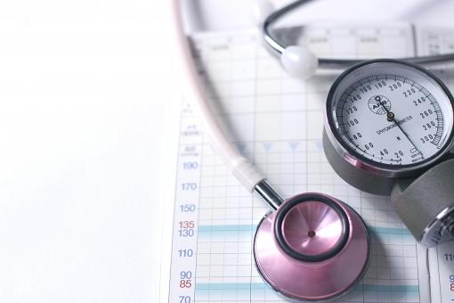 医療 健康 血圧 血圧計 聴診器 健康管理 ヘルスケア 病気 手帳 測定 高血圧 生活習慣病 看護 福祉 診察 コピースペース テキストスペース
