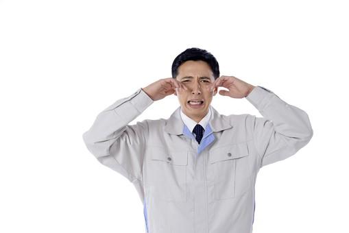 日本人 男性 おとこ 青年 社員 職員 ビジネスマン 仕事 労働 業務 ビジネス ワーク 会社 職場 営業 事務 作業 制服 泣き顔 涙目 号泣 悲壮 敗北 失敗 損失 弱気 被害 悪化 下降 不幸 白バック 白背景 mdjm001