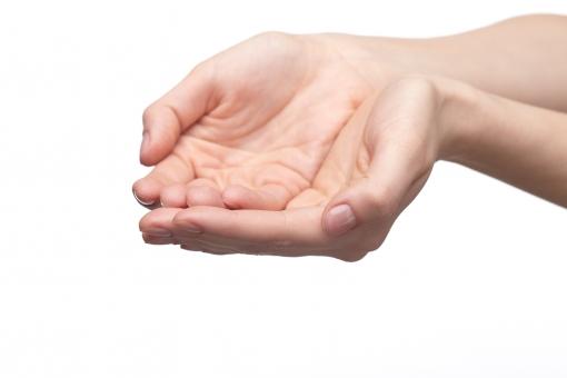 手 両手 手指 手の平 掌 手首 ハンド 肌 素肌 合わせる 揃える 付ける 差し出す あげる 渡す 受ける 受け取る もらう 受け止める すくう すくい上げる 受け手 手中 掌中 素手 ハンドポーズ ポーズ ハンドパーツ パーツ 白バック 白背景
