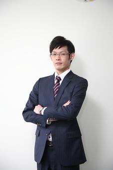 男性 ビジネスマン 営業 会社員 サラリーマン 社員 男 ビジネス めがね 眼鏡  Men 男子  20代 30代 ビジネススーツ 背広 ネクタイ シャツ  室内 ジャケット 出勤 勤務 働く メガネ 背景白 若い 日本人 mdjm019