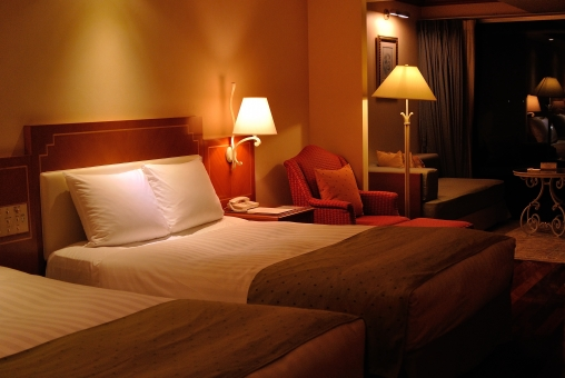 沖縄  名護市 ホテル 部屋 ゆったり 綺麗 落ち着く 間接照明 贅沢 バカンス リゾート 南の島 南国