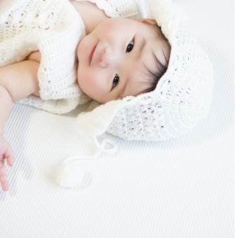 微笑む赤ちゃんの写真