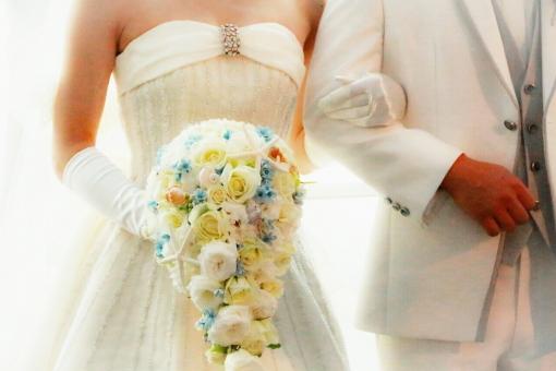 結婚式 結婚 女性 男性 女 男 幸せ ウェディング ハッピー きれい 綺麗 かわいい 可愛い カッコイイ カワイイ かっこいい 幸せ ブーケ ドレス スーツ 男女 モデル 花 植物 白 白手 タキシード