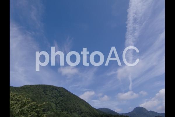 青空と山のすっきりした風景の写真