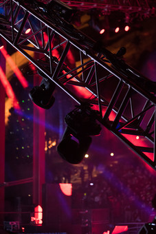 クラブ ライブ LIVE コンサート DJ 演奏会 音楽会 リサイタル ナイトクラブ キャバレー フロアショー ギャラリー 会場 バンド 音楽 楽曲 ミュージック 歌 曲 唄 歌唱 ステージ 音響 スクリーン サウンド 公演 ライト 照明 ライトアップ 野外 外 機器 機材 照明器具 照明効果 赤