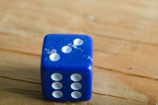 数字 目 さいころ サイコロ ダイス ゲーム ギャンブル 賭け事 賭博 カジノ 勝負 運 玩具 おもちゃ 娯楽 複数 アップ 屋内 室内 テーブル 床 素材 青 1個 双六 すごろく 3