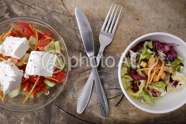 2種類のサラダ5の写真