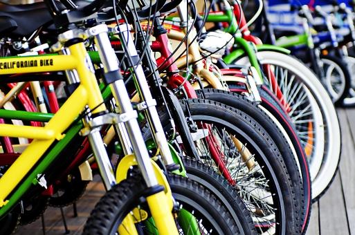 風景 スナップ 環境 景色 旅行 旅 文化 土地 観光 広い のんびり 建物 街並み 街 自転車 乗り物 チャリ マウンテンバイク 走る 早い 爽快 サイクリング アウトドア 駐輪 たくさん 停める