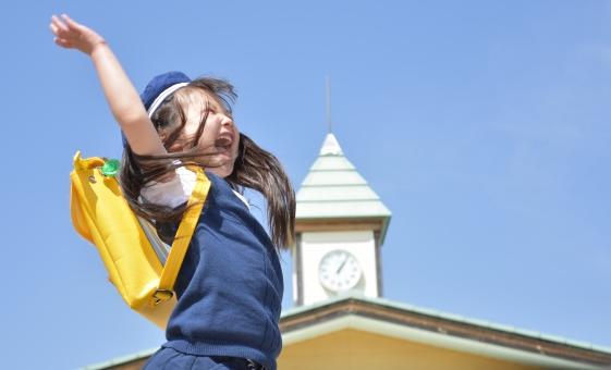 園児 子供 こども 子ども 幼稚園 保育園 春 花 お花 女の子 mdfk023 桜 入園 卒園 元気 はーい 手を上げる
