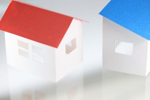住宅 建物 模型 不動産 仲介 売買 賃貸 戸建て 白 横位置 余白 赤 トリコロール 模型 ミニチュア