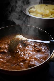 インドカレー作り インドカレー スパイス ルゥ スパイシー とり肉 カレー とり肉のカレー カリー curry indiancurry おたま フライパン 調理 料理 カレー作り クッキング かれー