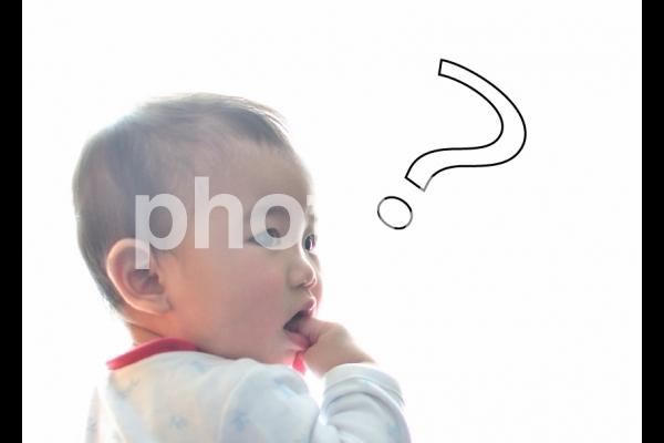 赤ちゃん 疑問の写真