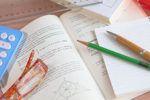 メガネ 小物 教科書 数学 算数 科学 勉強 子ども 受験 大学 入試 テスト 成績 ドイツ語