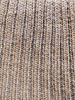 リブ編み 編み物 洋裁 裁縫 マフラー ニット ニット素材 伸び縮み 編み目 テクスチャ テクスチャー 素材 編み物 ソーイング バックグラウンド マフラー ゴム編み あぜ編み 畦編み 厚地 厚手 ブラウン 茶色 縦じま しましま 温かい あったか 上着 洋服
