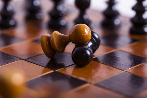 チェス Chess ボードゲーム マインドスポーツ 西洋将棋 競技 遊戯 ゲーム 趣味 Game 駒 木製 ウッド 高級 アンティーク 上品 チェックメイト 外国 海外 白背景 白 White 黒 Black 対戦 ピース チェスピース チェスボード チェス盤