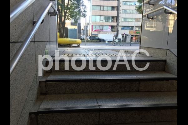 地下鉄出口の階段(表参道)の写真