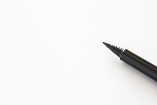 黒のペン ペン サインペン 水性ペン 油性ペン 黒い 文字 テキスト 背景 素材 イメージ 壁紙 イメージ 白紙 白地 ホワイトスペース メモ めも 用紙 余白 下地 土台 コピースペース ビジネス 記録 表紙 タイトル 見出し ウェブ web素材