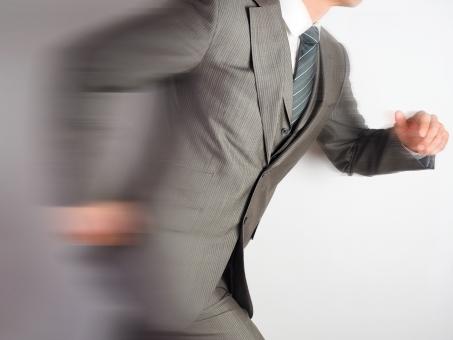 ビジネスマン ビジネス スピード 会社員 走る スタート ダッシュ スタートダッシュ 迅速な 駆け抜ける 走り出す オフィス 急ぐ 新生活 やる気 スーツ ネクタイ ランニング 背景素材 オフィス 仕事 速い 速度 素早い 身軽な フレキシブルな 対応力 対応 スピード感 スピーディー
