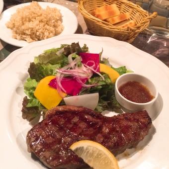 ランチ カフェ レストラン イタリアン 野菜サラダ サラダ オーガニック お洒落 健康 美容 チアシード ドレッシング オリーブオイル ビネガー ステーキ 肉 牛肉 玄米 米粉 パン