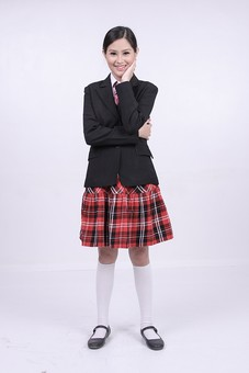 女性 外国人 モデル 美人 若い 制服 ブレザー スクール 学校 教育 面接 スーツ ビジネススーツ ネクタイ きっちり まとめ髪 上品 笑顔 ポーズ ハイソックス タータンチェック 赤いスカート スカート チェック柄 パンプス 白い靴下 mdff037