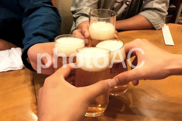 乾杯グラス瓶ビール02の写真